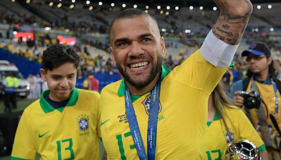 Dani Alves posee 43 títulos a lo largo de su carrera como deportista. (Foto: AFP)