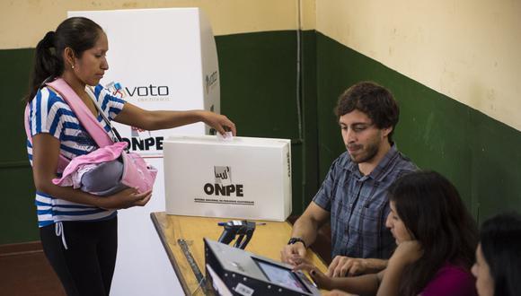La plataforma se habilitó con la finalidad de que los electores opten por un centro más cercano a su ubicación actual y evitar una mayor exposición al contagio del COVID-19. (Foto: Martin Bernetti / AFP)