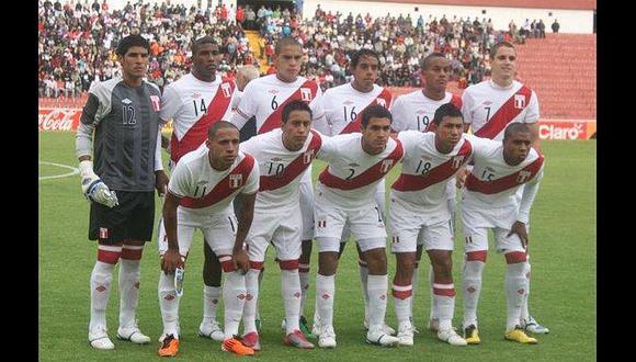 ¿Qué futbolistas peruanos nacieron en el año donde se cerró por última vez el congreso?