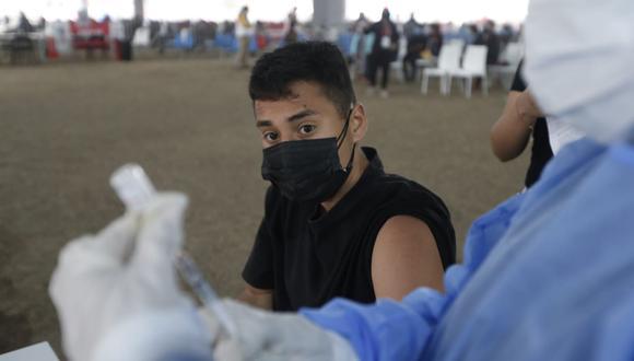 Minsa aprueba protocolo de vacunación contra el COVID-19 a menores de 12 a 17 años. (Foto: Jorge Cerdan/@photo.gec)