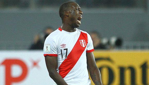 Luis Advíncula figura en once ideal de la Liga Santander