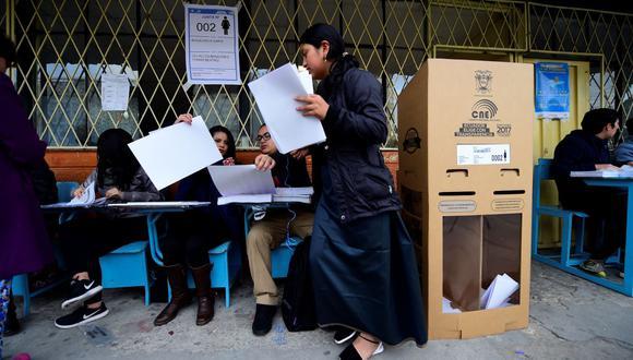 El voto en Ecuador es obligatorio y quienes no vayan a sufragar deberán presentar una justificación válida, caso contrario deberán pagar una multa. Lo mismo aplica para los miemrbos de las JRV.