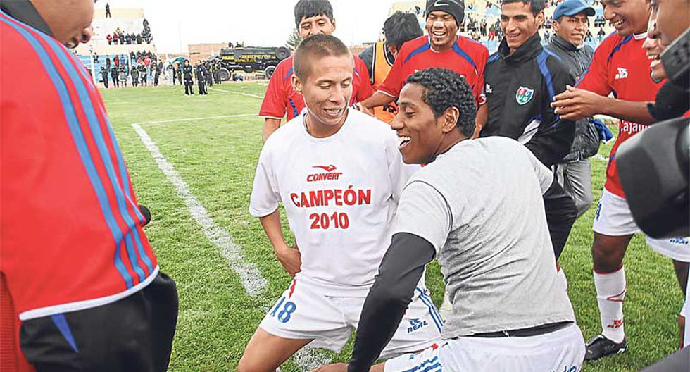 """""""Comerciantes"""" celebran título a ritmo de reggaeton"""