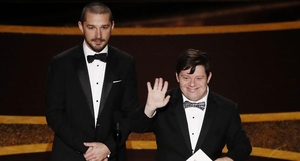Los actores Shia LaBeouf y Zack Gottsagen presentaron el premio a Mejor Corto. (EFE)