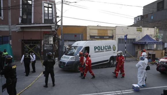 La Policía retiró este miércoles el cuerpo del obrero José Martín Huerto Garrido, tras quedar sepultado desde el sábado pasado. (Foto: Hugo Perez / @photo.gec)