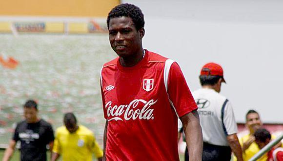 Raziel compartió equipo con Max Barrios, futbolista ecuatoriano que de forma astuta pudo jugar por la selección peruana luego de mentir con su fecha de nacimiento.