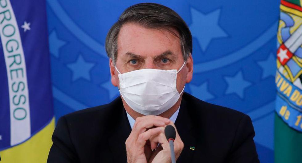 El presidente de Brasil, Jair Bolsonaro, es visto haciendo gestos durante una conferencia de prensa sobre la pandemia de coronavirus en el Palacio de Planalto, Brasilia. Imagen del 18 de marzo de 2020. (AFP / Sergio LIMA).