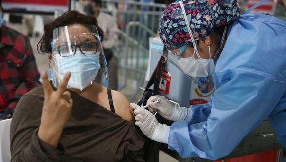 El Vacunatón en Lima se viene desarrollando con éxito, sin embargo, hay varios locales que están vacíos y usuarios piden que se vacunen a personas de cualquier edad