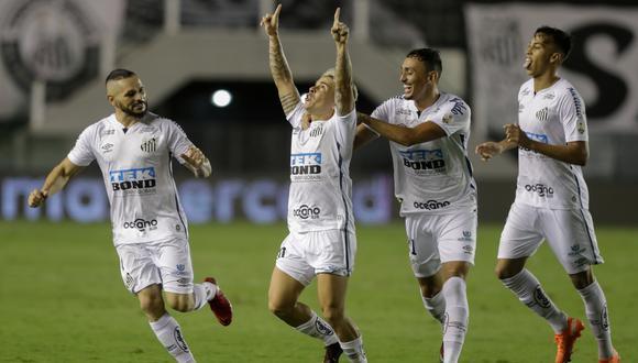 El equipo que dirige Cuca volvió a hacerse fuerte en casa y goleó a los de Miguel Ángel Russo   Foto: AFP