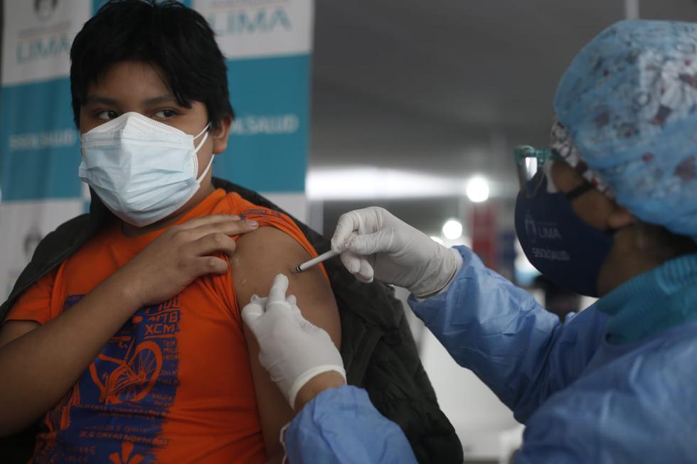 Este lunes inició la vacunación contra el coronavirus (COVID-19) a adolescentes de 12 a 17 años con trasplante de órgano. Ellos son inoculados en el vacunatorio del parque de la Exposición, en el Cercado de Lima. (Foto: Jorge Cerdan/@photo.gec)