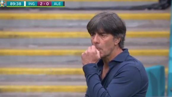 Joachim Löw captado hurgándose la nariz en pleno partido. (Foto: Eurocopa)