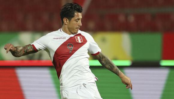 Gianluca Lapadula ha participado en tres partidos de Perú en las Eliminatorias Qatar 2022. (Foto: AFP)