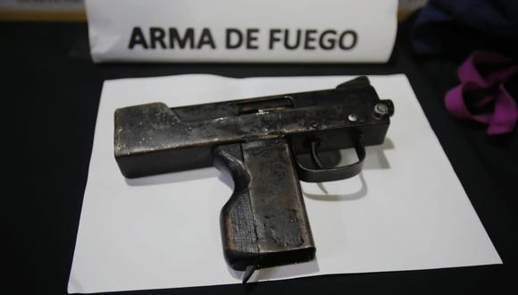 Policía con ayuda de serenos capturaron a pareja de esposos que asaltaban con metralla a sus víctima en las calles de San Miguel. (Foto: César Grados /@photo.gec)