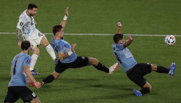 Lionel Messi marcó un gol en la victoria de Argentina por 3-0 sobre Uruguay. (Foto: AFP)