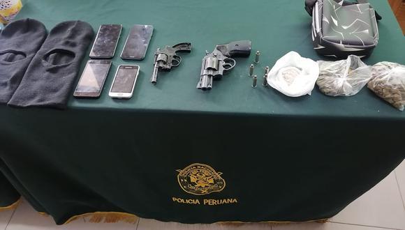 La Policía incautó a los detenidos pasamontañas, armas de fuego, droga y celulares robados. (FOTO: PNP)
