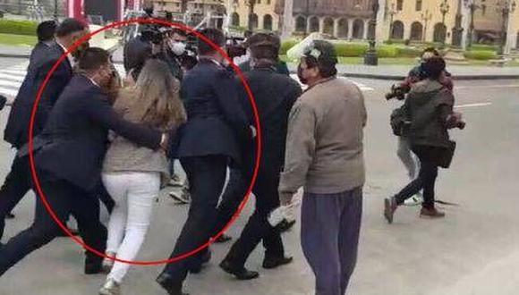 La periodista de TV Perú, Tiffany Tipiani, fue apartada a la fuerza por personal de Pedro Castillo el 18 de agosto último. (Difusión)