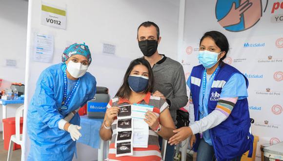 Embarazadas mayores de 18 años forman parte de los grupos prioritarios comprendidos en la Estrategia Nacional de Inmunizaciones. (Foto: EsSalud)