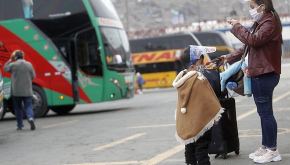 El MTC recuerda a los viajeros el uso obligatorio de doble mascarilla y protector facial. (Foto: César Campos/GEC)
