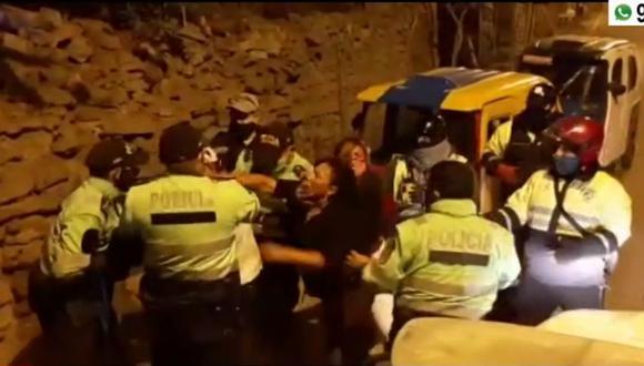 PNP y personal de Fiscalización de SJM intervinieron vivienda donde se celebraba fiesta en pleno toque de queda. (Captura: América Noticias)