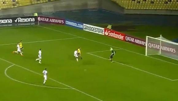 Josepmir Ballón falló gol mano a mano tras querer colgar al portero | VIDEO