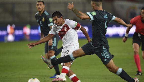 Perú cayó por 2-0 ante Argentina en la jornada 4 de las Eliminatorias rumbo a Qatar 2022. (Foto: AFP)