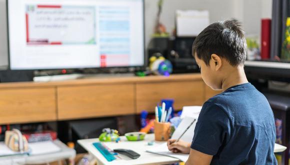 Según un estudio, el 70% de las madres y padres peruanos consideran que hoy la tecnología es fundamental en la educación de sus hijos.