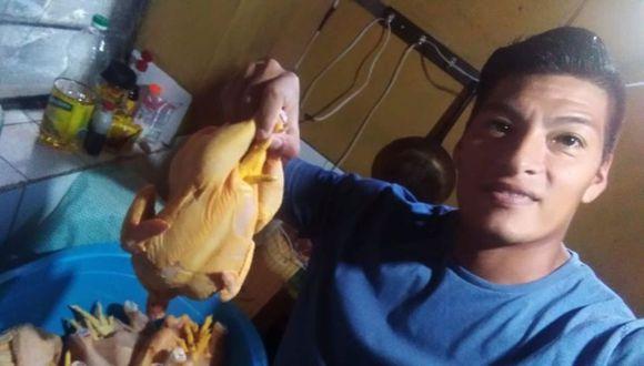 Anthony Mamani, ex Alianza Lima, 'deja' el fútbol por el coronavirus y ahora vende pollos en Chorrillos. Foto: GEC