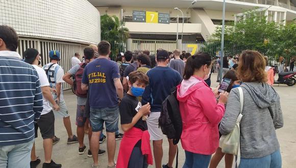 Fanáticos de Argentina hicieron largas colas para conseguir una entrada. (Foto: @FedeCornali)