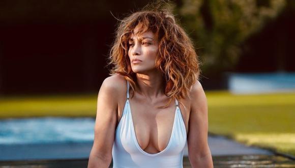 Jennifer Lopez disfruta de sus vacaciones en la playa practicando paddle surf. (Foto: @jlo)
