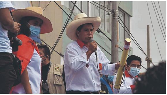 """Pedro Castillo la pasó mal la noche de este viernes  en Trujillo pues le gritaron """"no somos comunistas""""."""