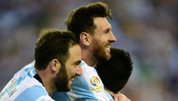 Gonzalo Higuaín hizo una comparación entre las ligas de España e Inglaterra, un posible destino para Lionel Messi. (Foto: AFP)