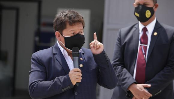 El primer ministro condicionó a un periodista de esa manera durante la inauguración de una planta de oxígeno. (Foto:  Britanie Arroyo / @photo.gec)