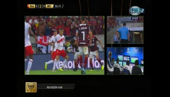 Polémica en el Internacional vs. Flamengo | Paolo Guerrero generó un penal y no fue sancionado | VIDEO