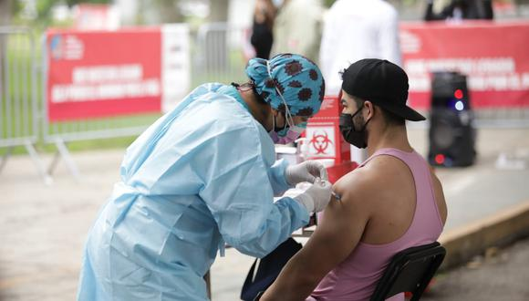 Vacunatorios ya no se aceptarán los recibos de agua o de luz a las personas que deseen inocularse en una ciudad distinta a la que aparece en su DNI.  (Referencial/Foto: GEC)