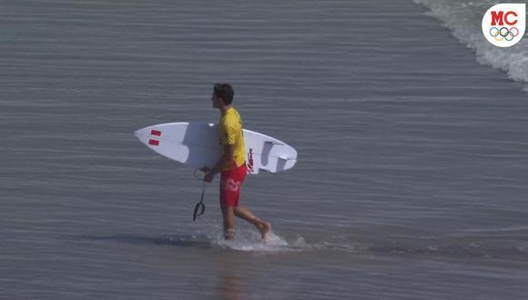 Lucca Mesinas avanzó 1ero en su serie y clasificó a la fase 2 en surf de Tokio 2020. (Captura: Marca Claro)