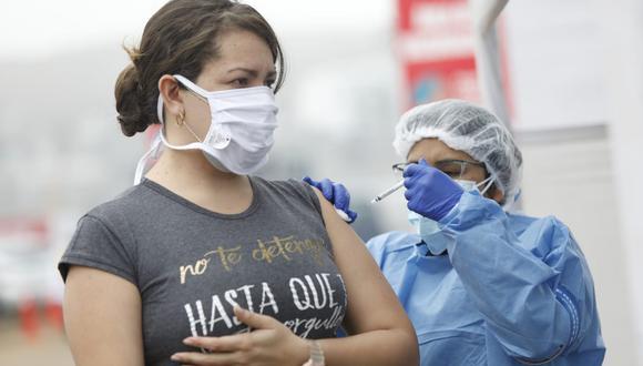 A partir de hoy, martes 21 de setiembre, inició la vacunación contra el COVID-19 de personas de 23 años a más. (Foto: @photo.gec)