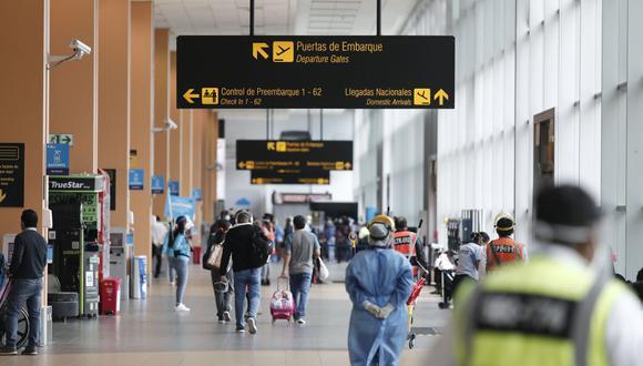 Gobierno prorroga una vez más la suspensión de vuelos procedentes de Reino Unidos, Brasil y Sudáfrica ante avance del COVID-19 en el país. (Foto: Leandro Britto / GEC)