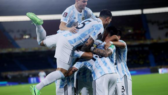 Leandro Paredes contento porque Messi consiguió un título con la Selección Argentina. (Foto: Reuters)