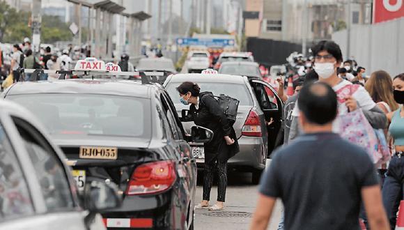ATU recuerda a la ciudadanía cómo verificar si un vehículo que brinda el servicio taxi está autorizado. (Foto: GEC)