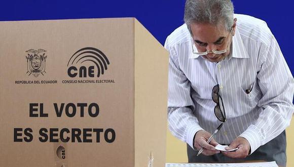 Este domingo 11 de abril se llevan a cabo la segunda vuelta en Ecuador. Conoce las multas por no ir a votar y no cumplir como miembro de mesa (Foto: AFP)