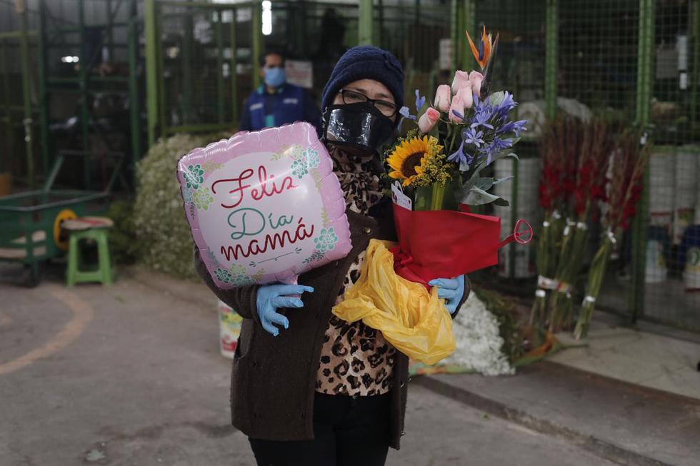 Mercado de Flores de Acho vendió arreglos por el Día de la Madre. Foto: Leandro Britto