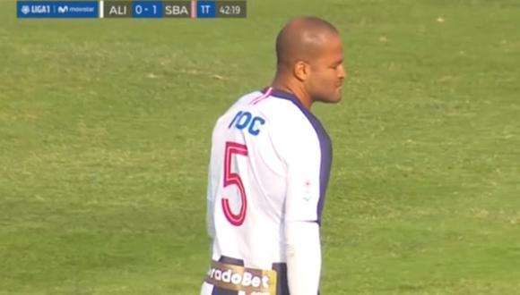 A los 43 minutos del primer tiempo, Alberto Rodríguez frenó con falta a Jesús Chávez y el árbitro cobró penal. El gol fue marcado por Penco y así puso el 2-0 para Sport Boys