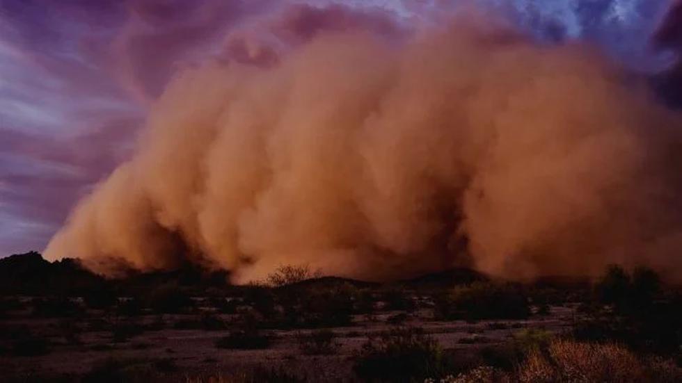 """El Centro Nacional de Prevención de Desastres (Cenapred) indicó que """"es una masa de aire muy seca y cargada de polvo que se forma sobre el desierto del Sahara, principalmente en el verano, y se mueve hacia el océano Atlántico cada tres a cinco días"""". FOTO: Difusión"""