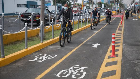 Los ciclistas deben respetar las normas y señales de tránsito para evitar ser multados. (GEC)