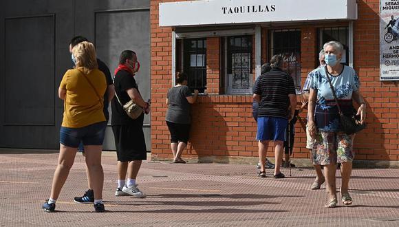 Las nuevas restricciones prohíben los festejos taurinos y los espectáculos públicos o recreativos en recintos y espacios que no se dediquen de forma habitual a dichas actividades. (Foto: EFE/FERNANDO VILLAR)