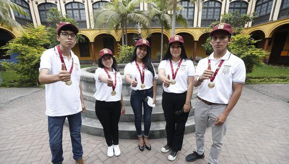 Cinco jóvenes ocuparon los primeros puestos en el examen de admisión a la decana de América. (Foto: Jorge Cerdán)