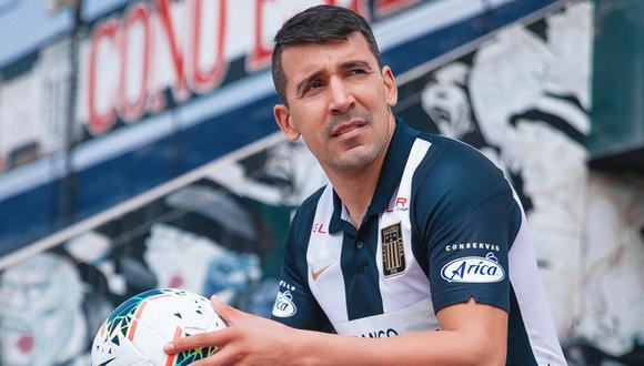 Édgar Benítez luce la camiseta de Alianza Lima