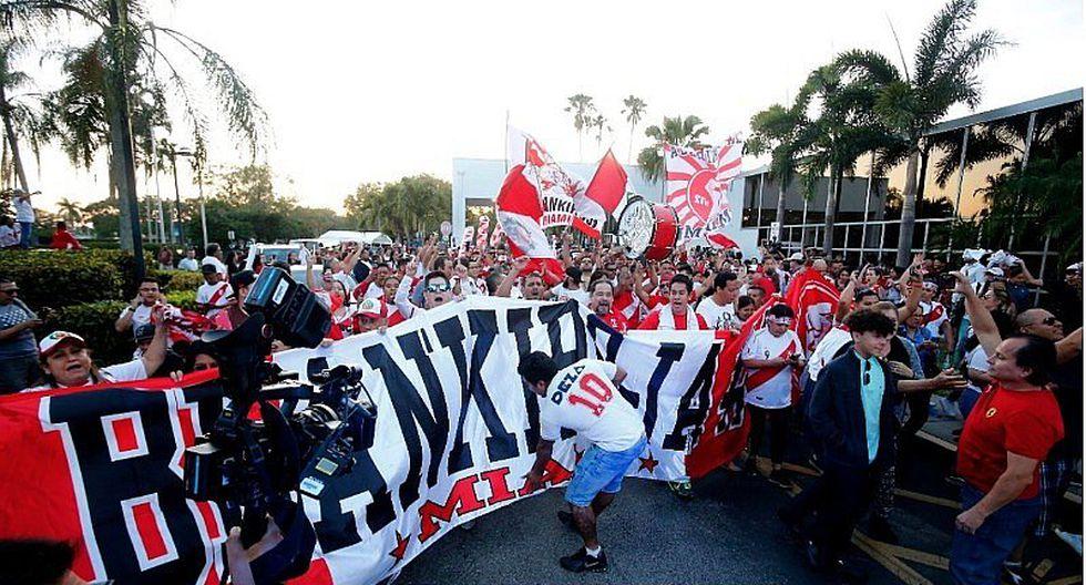 Selección peruana: Hinchas realizan banderazo en Miami