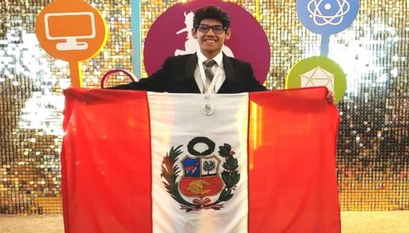 Héctor Rodríguez, hijo de taxista y de auxiliar de inicial, ingresa en primer lugar a la PUCP y pide ayude.