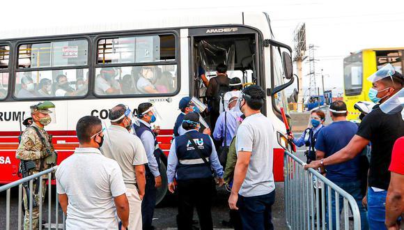 MTC coordina continuidad de presencia de agentes policiales y militares en los paraderos de transporte urbano que reportan mayores aglomeraciones. (Foto: ATU)